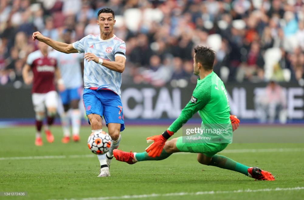 Ronaldo bùng nổ, De Gea cản 11m, Man United đánh bại West Ham với kịch bản nghẹt thở - Ảnh 4.