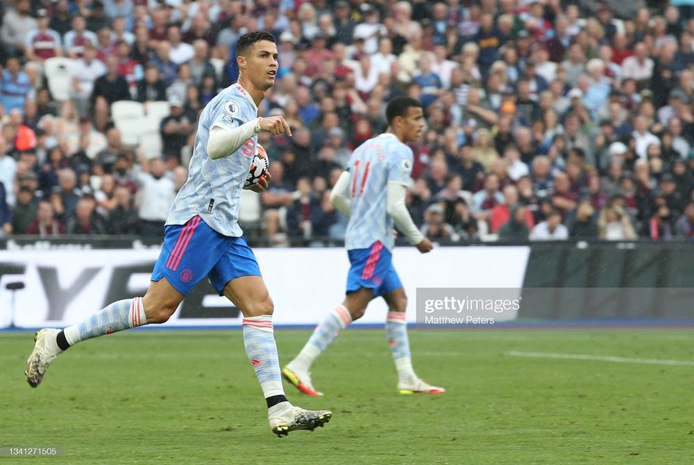 Ronaldo bùng nổ, De Gea cản 11m, Man United đánh bại West Ham với kịch bản nghẹt thở - Ảnh 3.