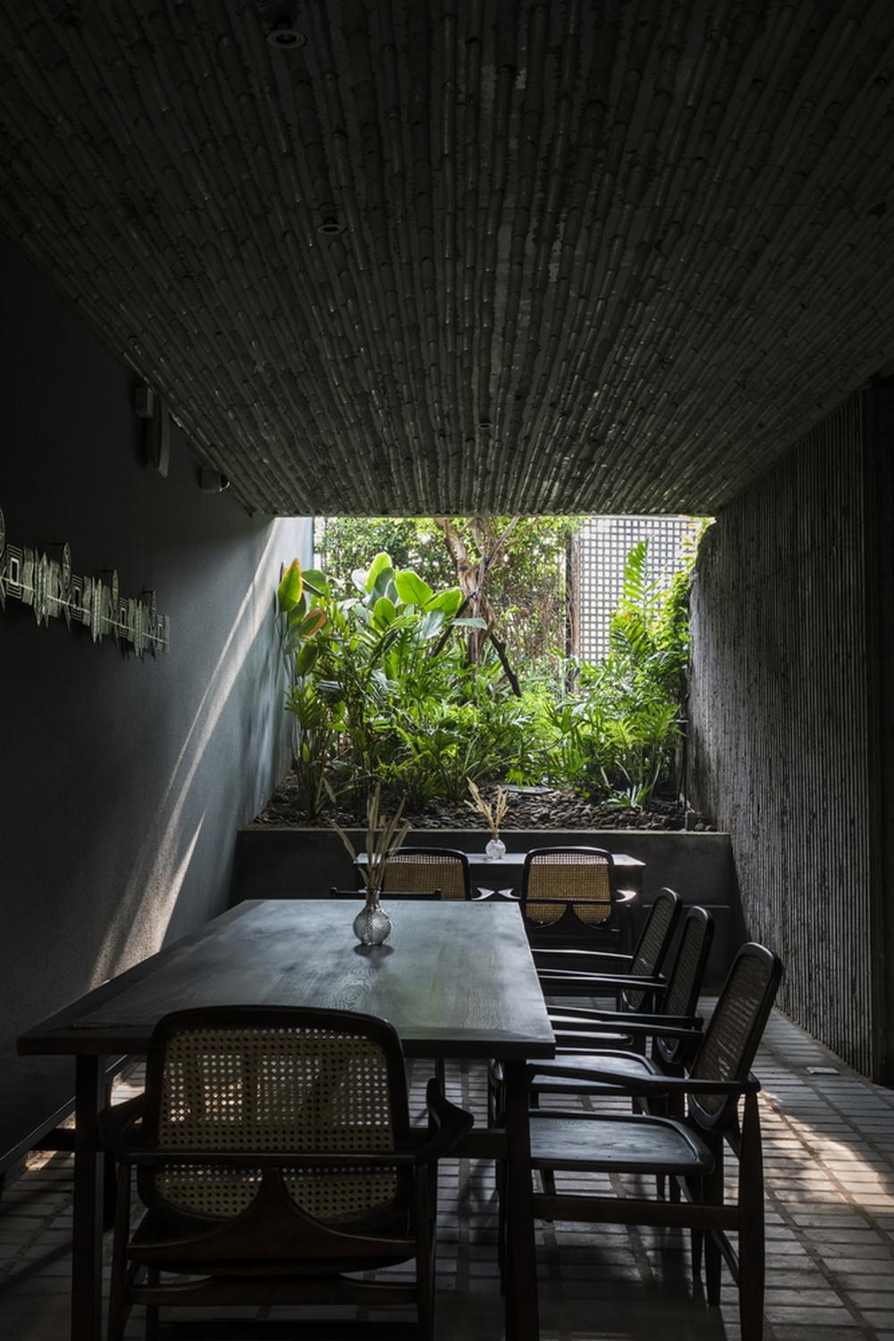 Ngôi nhà gây tò mò dễ sợ trên Xa lộ Hà Nội - Ảnh 4.