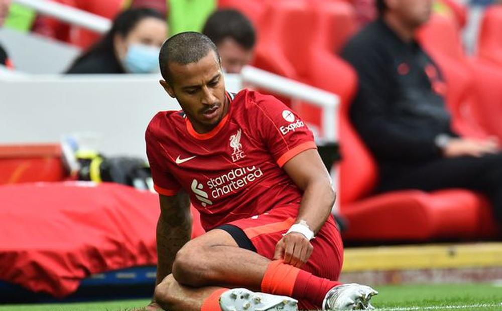 Đá 5 trận mất nửa đội hình, CĐV Liverpool kêu trời kêu đất