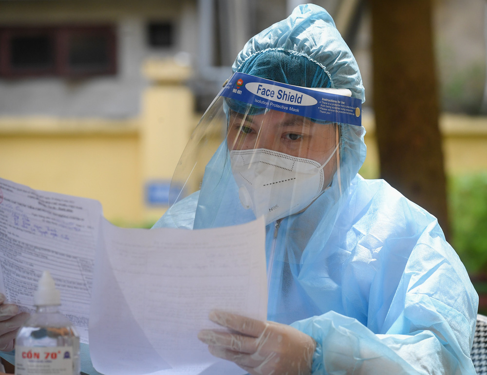 Phát hiện 3 nhân viên y tế dương tính, Sở Y tế Hà Nội ra công văn khẩn: Yêu cầu đặt cảnh báo phòng chống dịch ở mức cao nhất - Ảnh 1.
