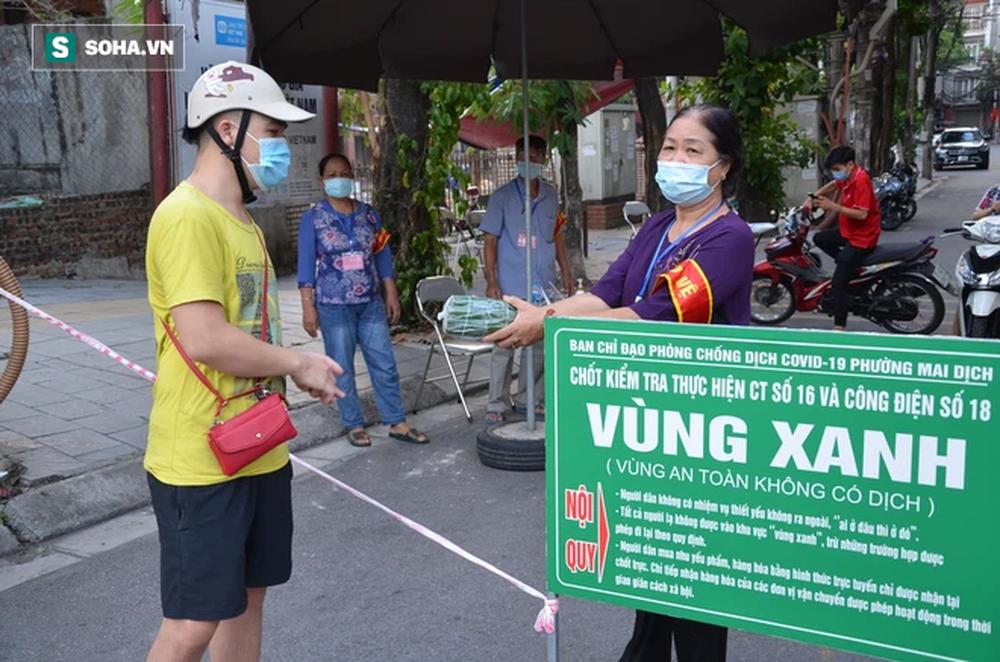 [ẢNH] Đội tình nguyện các bác U70 gác chốt bảo vệ vùng xanh ở Hà Nội  - Ảnh 2.