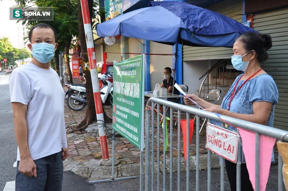 [ẢNH] Đội tình nguyện các bác U70 gác chốt bảo vệ vùng xanh ở Hà Nội  - Ảnh 7.