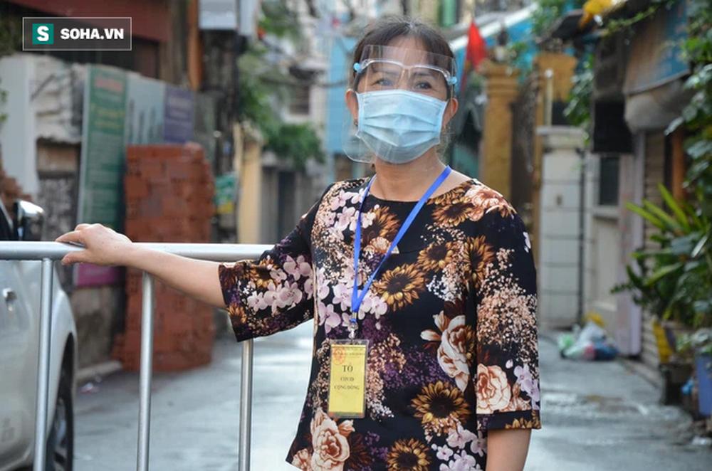[ẢNH] Đội tình nguyện các bác U70 gác chốt bảo vệ vùng xanh ở Hà Nội  - Ảnh 8.