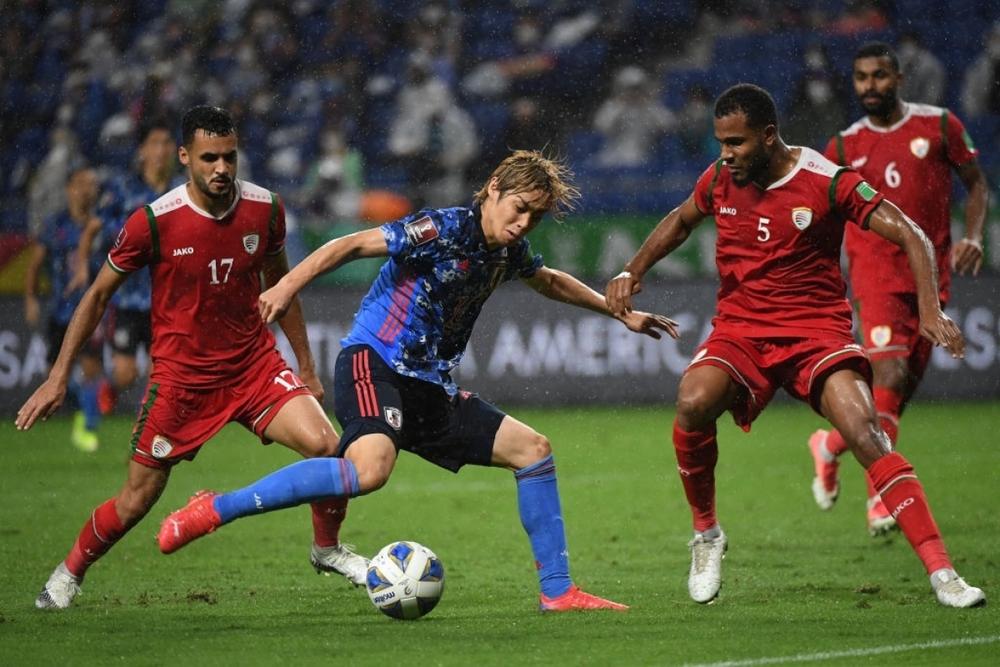 """Thua đau Oman, fan Nhật Bản giận dữ đòi """"trảm"""" luôn HLV và cả hệ thống LĐBĐ - Ảnh 1."""