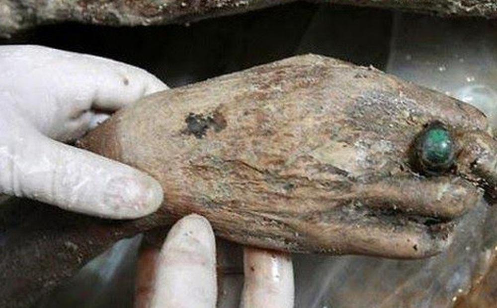 Thi hài còn nguyên vẹn trong mộ táng hơn 700 năm gây ngỡ ngàng, di vật trên tay hé lộ gia thế không hề tầm thường