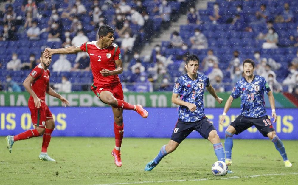 """Thua đau Oman, fan Nhật Bản giận dữ đòi """"trảm"""" luôn HLV và cả hệ thống LĐBĐ"""