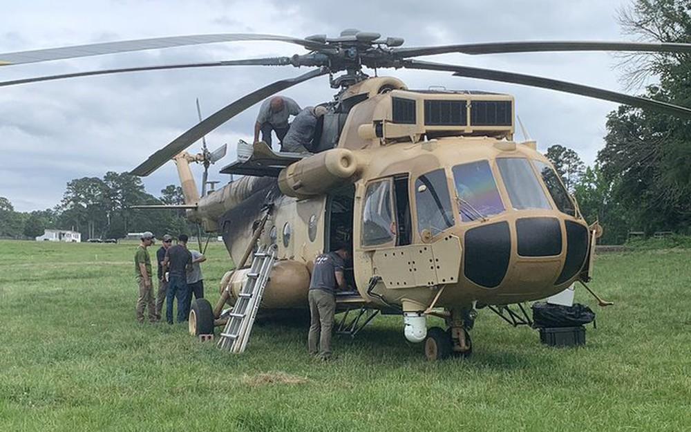 """Trực thăng Mi-17 Nga bất ngờ """"đổ bộ"""" xuống nước Mỹ: Chuyện bất thường gì đang xảy ra? - Ảnh 1."""