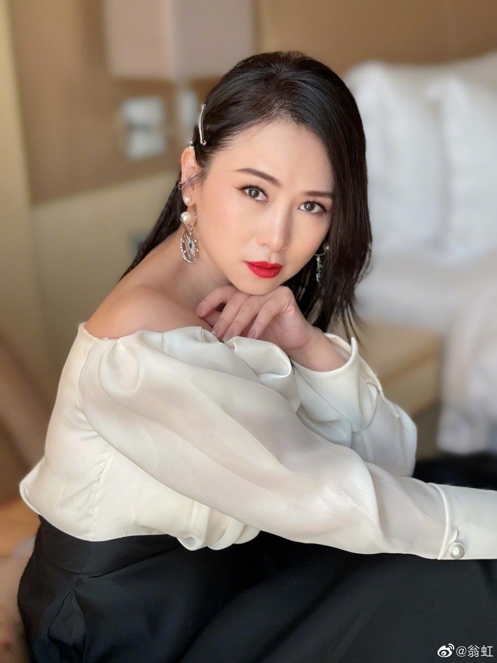 Nữ hoàng phim 18+: Bị Cổ Thiên Lạc si mê theo đuổi, gọi điện chửi mắng 20 phút vì không chịu yêu - Ảnh 12.