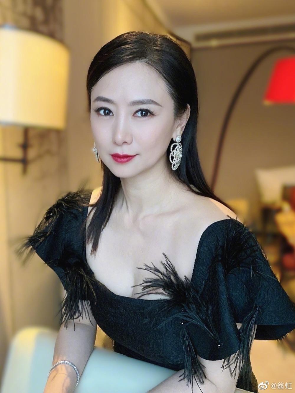Nữ hoàng phim 18+: Bị Cổ Thiên Lạc si mê theo đuổi, gọi điện chửi mắng 20 phút vì không chịu yêu - Ảnh 14.