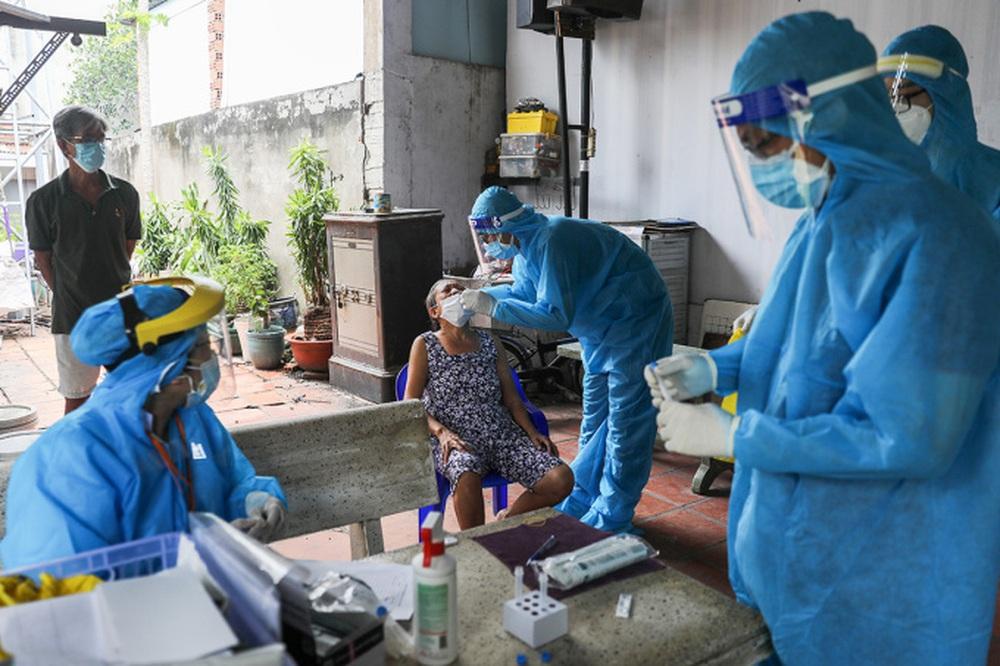 Chủ tịch Viện Y học Bản địa Việt Nam hiến kế giải pháp sống chung với Covid-19 như các dịch sốt xuất huyết, sốt rét - Ảnh 1.