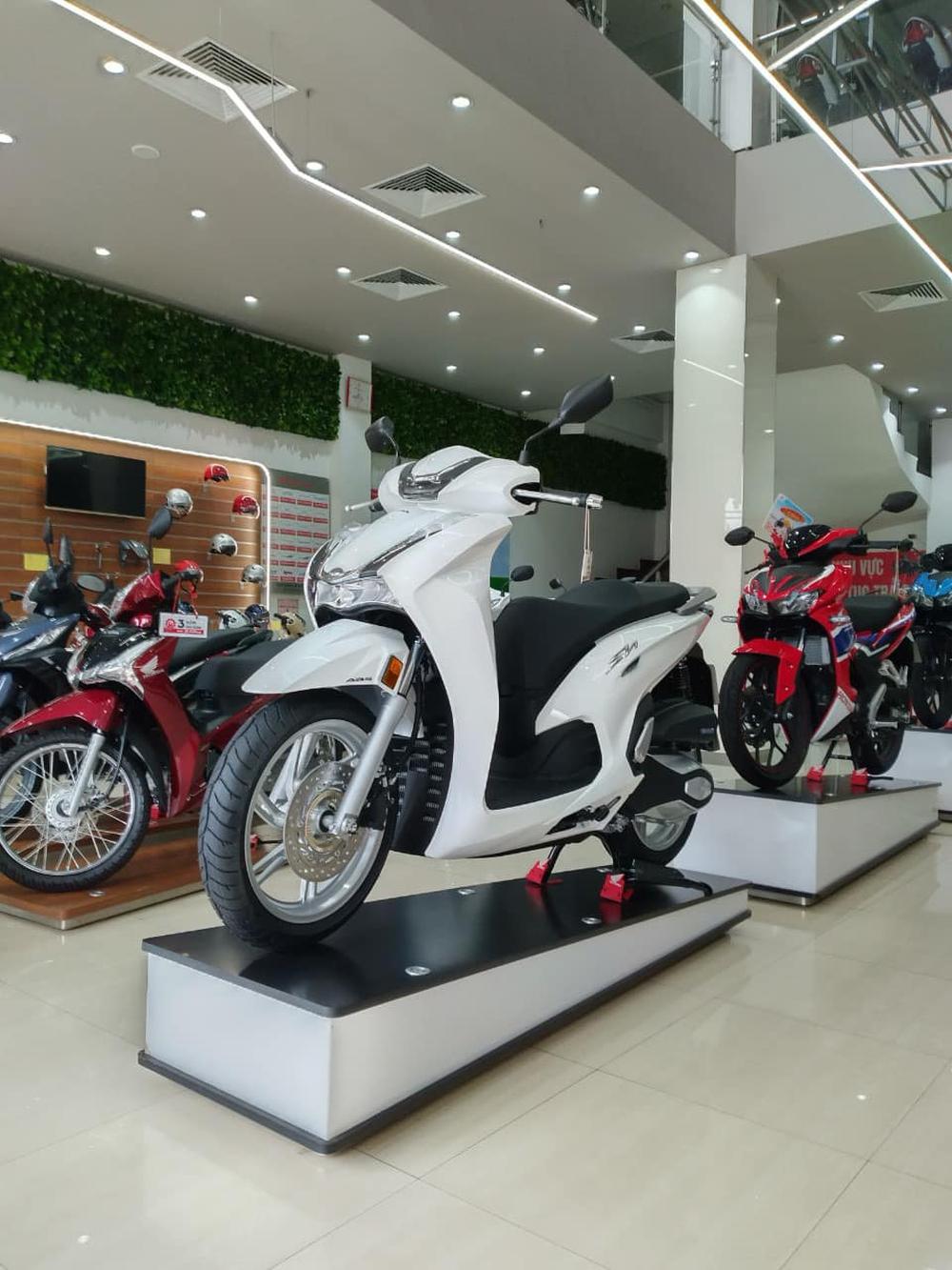 Xe máy Honda mới về đại lý nét căng, giá rẻ một nửa, miếng ngon hay tiền nào của nấy? - Ảnh 3.