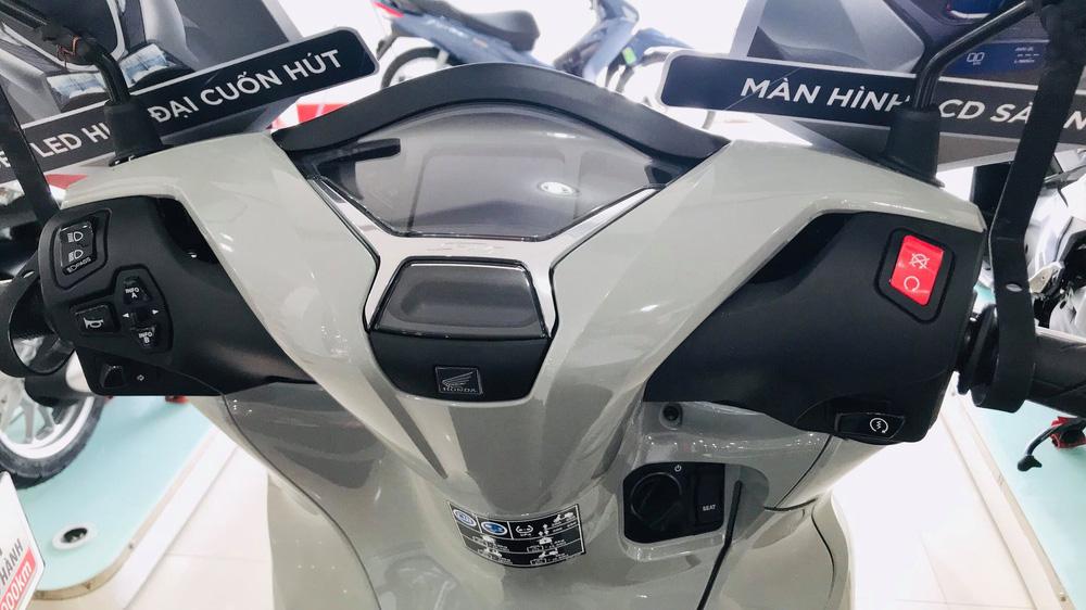 Xe máy Honda mới về đại lý nét căng, giá rẻ một nửa, miếng ngon hay tiền nào của nấy? - Ảnh 5.