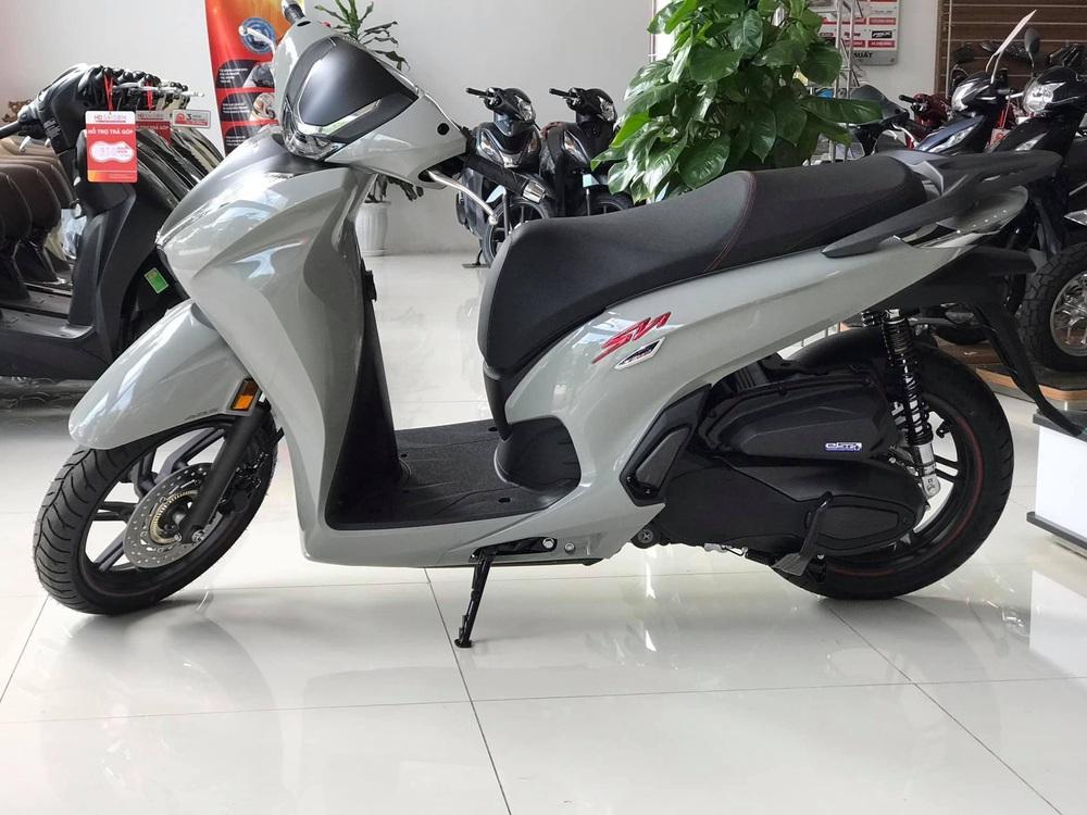 Xe máy Honda mới về đại lý nét căng, giá rẻ một nửa, miếng ngon hay tiền nào của nấy? - Ảnh 1.
