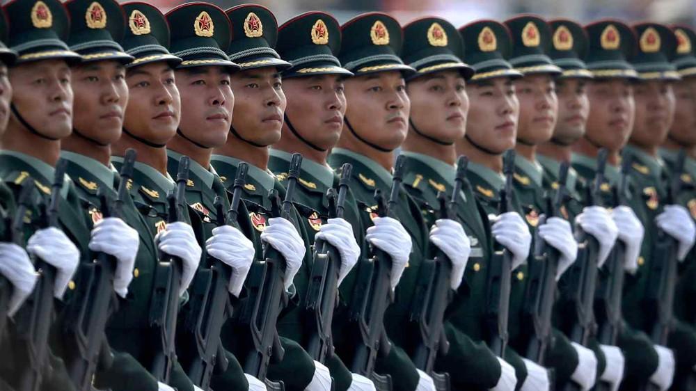 Tàu ngầm Trung Quốc bất ngờ nổi lên giơ cờ trắng đầu hàng Nhật Bản: Lộ điểm yếu chí tử! - Ảnh 2.