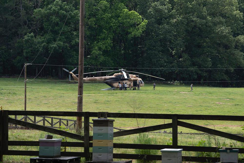 """Trực thăng Mi-17 Nga bất ngờ """"đổ bộ"""" xuống nước Mỹ: Chuyện bất thường gì đang xảy ra? - Ảnh 2."""