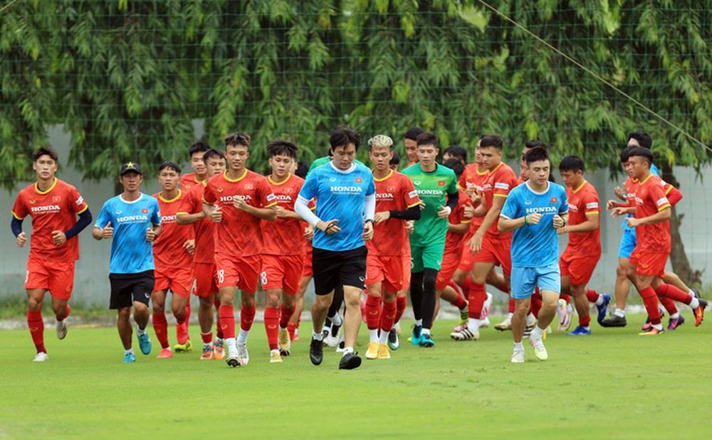 Đội tuyển U22 Việt Nam tập hồi phục chuẩn bị cho các bài test cuối cùng - Ảnh 2.