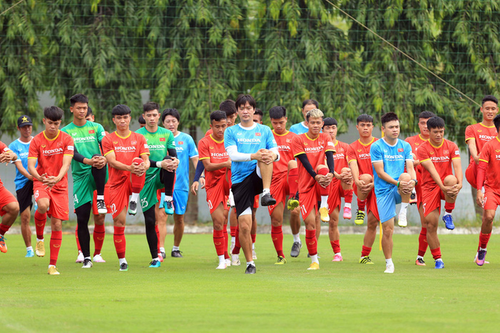 Đội tuyển U22 Việt Nam tập hồi phục chuẩn bị cho các bài test cuối cùng - Ảnh 3.