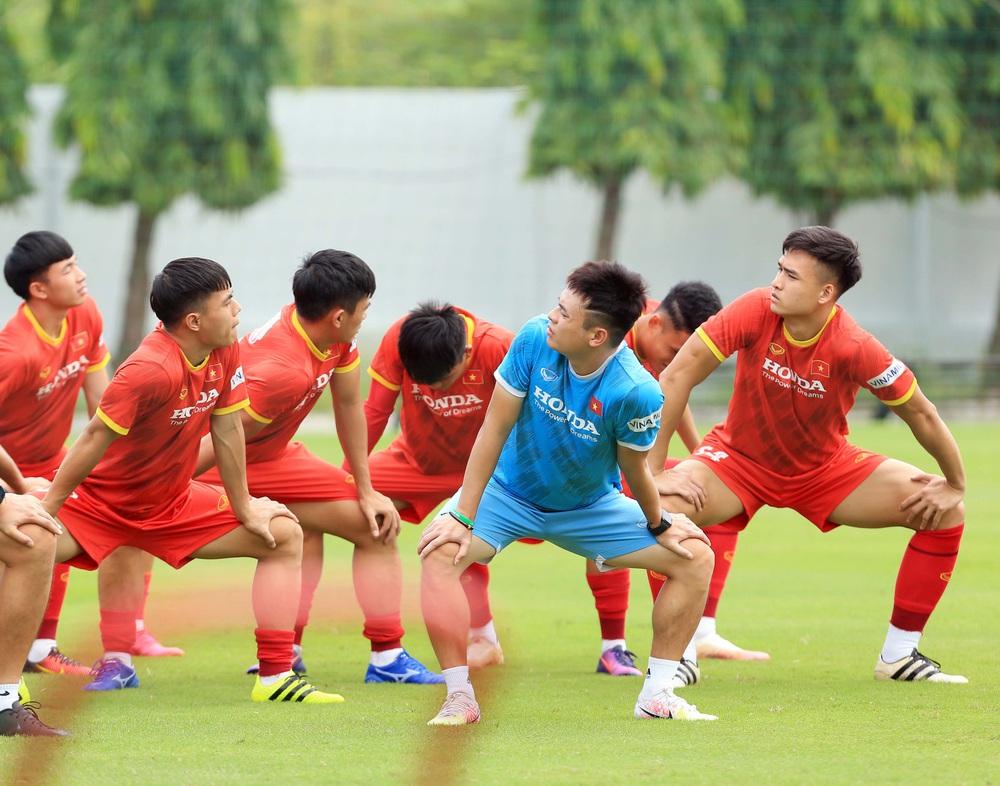 Đội tuyển U22 Việt Nam tập hồi phục chuẩn bị cho các bài test cuối cùng - Ảnh 6.
