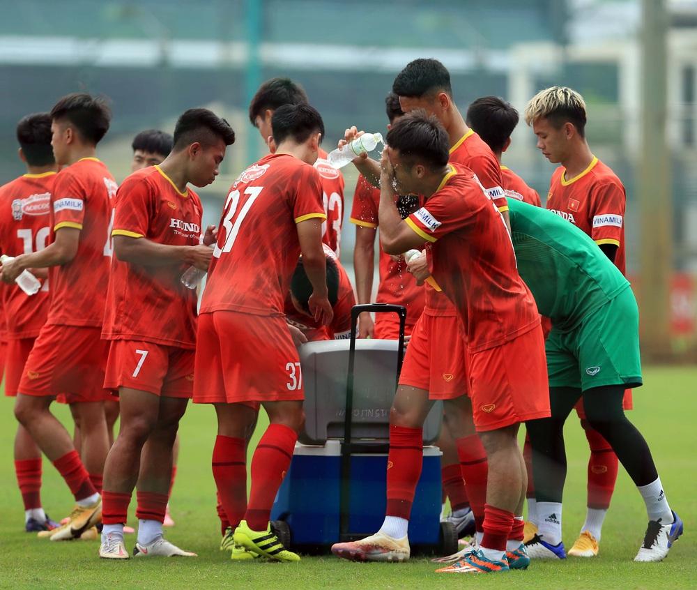 Đội tuyển U22 Việt Nam tập hồi phục chuẩn bị cho các bài test cuối cùng - Ảnh 7.