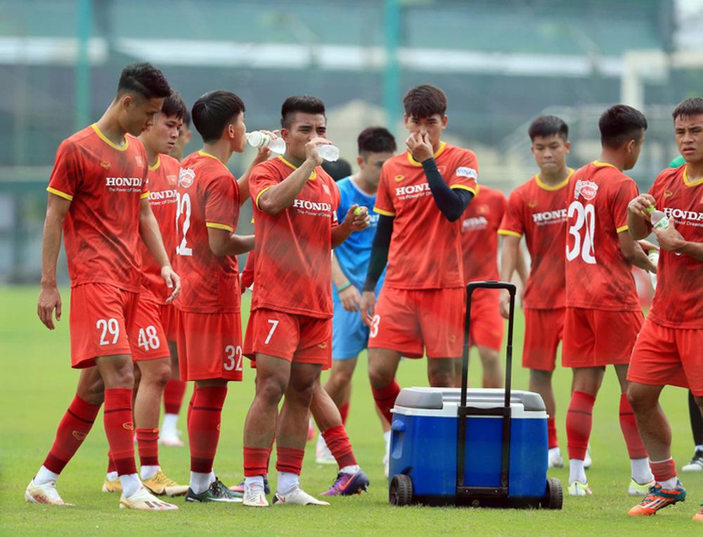 Đội tuyển U22 Việt Nam tập hồi phục chuẩn bị cho các bài test cuối cùng - Ảnh 11.