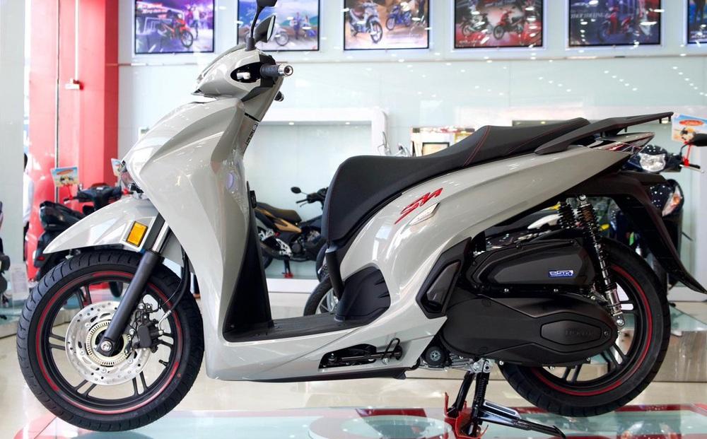 """Xe máy Honda mới về đại lý """"nét căng"""", giá rẻ một nửa, miếng ngon hay """"tiền nào của nấy""""?"""