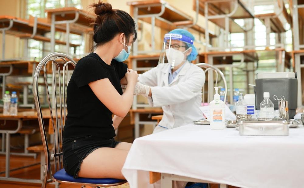 TP HCM đề xuất cấp thẻ xanh COVID cho người tiêm 1 mũi vaccine: Chuyên gia nói gì?