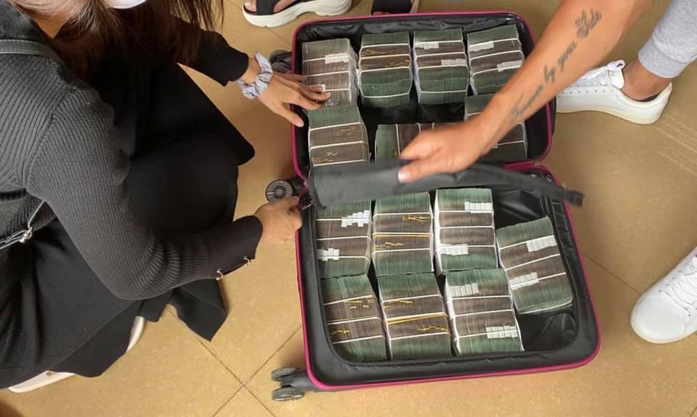 Thủy Tiên sáng rút 20 tỷ tiền mặt ở Sài Gòn, trưa rút 10 tỷ tại Huế, dân mạng phân tích 3 điểm bất thường - Ảnh 6.