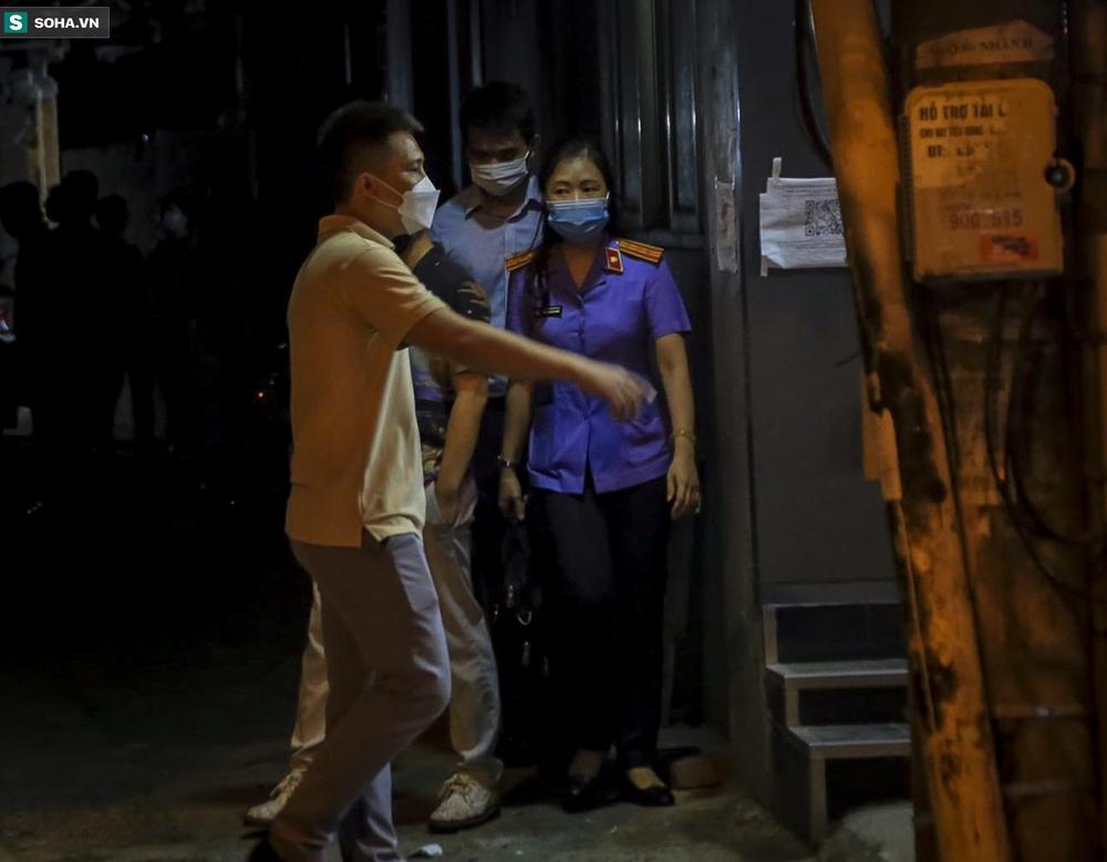 NÓNG: Khám nhà Đại tá Phùng Anh Lê - Trưởng phòng Cảnh sát kinh tế Công an Hà Nội - Ảnh 5.