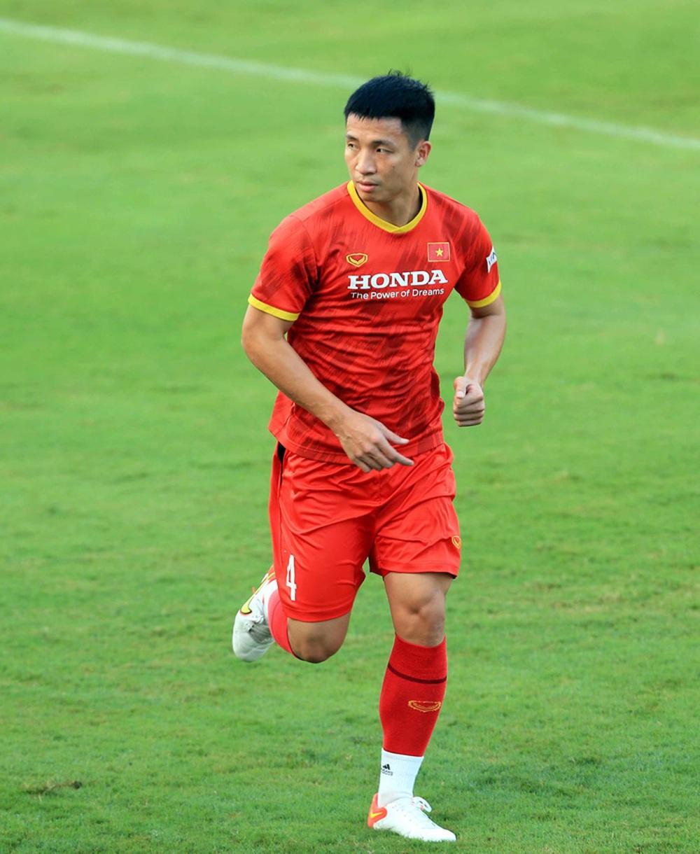 """Bùi Tiến Dũng: """"ĐT Việt Nam xác định giành điểm tối đa ở 2 trận gặp Trung Quốc và Oman"""" - Ảnh 1."""