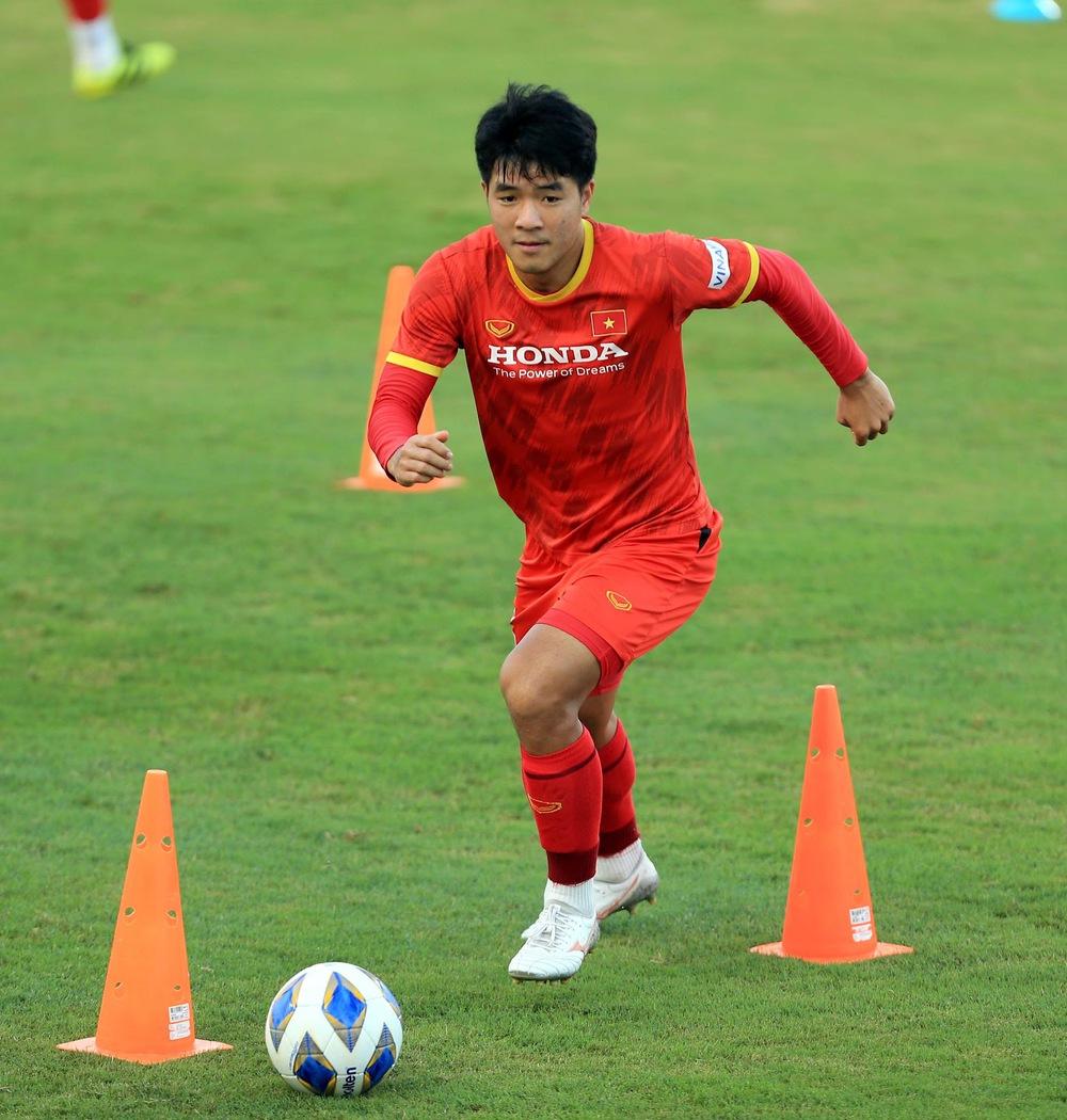 Thêm một cầu thủ U22 được bổ sung lên đội tuyển Việt Nam cho chiến dịch Vòng loại World Cup 2022 - Ảnh 11.
