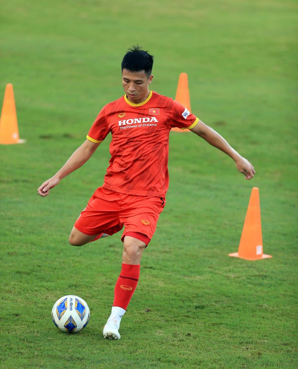Thêm một cầu thủ U22 được bổ sung lên đội tuyển Việt Nam cho chiến dịch Vòng loại World Cup 2022 - Ảnh 16.