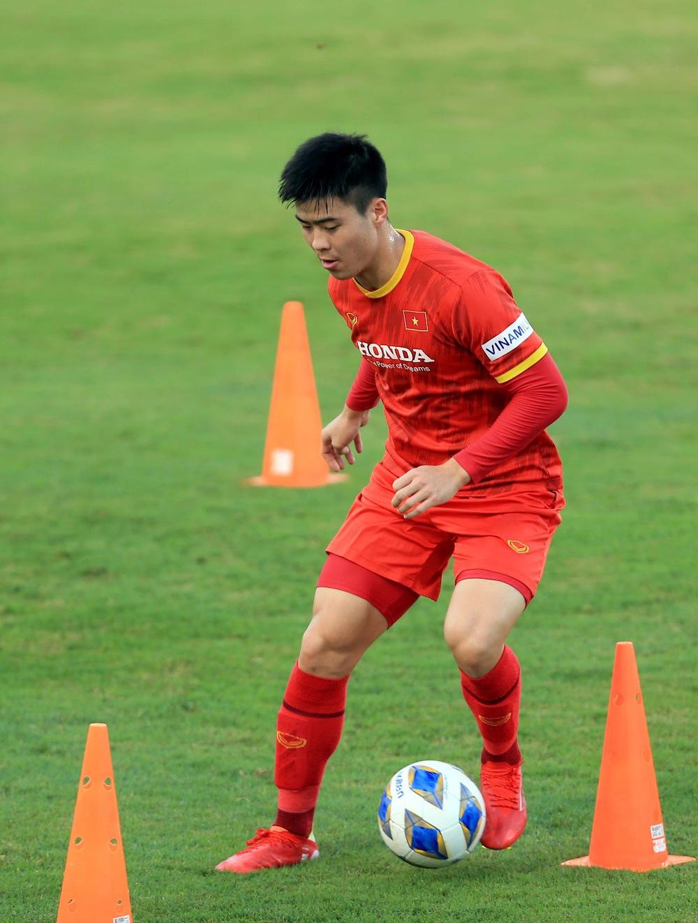 Thêm một cầu thủ U22 được bổ sung lên đội tuyển Việt Nam cho chiến dịch Vòng loại World Cup 2022 - Ảnh 18.