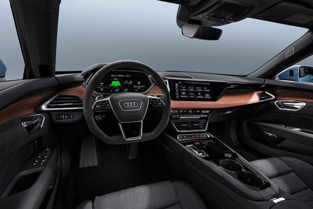 CEO hãng xe Ý gây 'sốc' với phát ngôn 'không bán iPad bọc trong vỏ ô tô', quyết 'cải lùi'! - Ảnh 2.