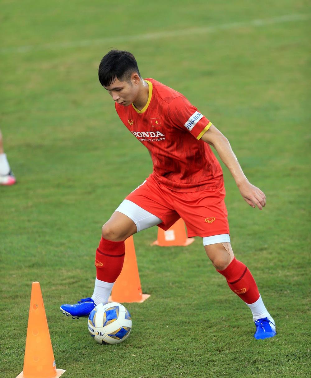 Thêm một cầu thủ U22 được bổ sung lên đội tuyển Việt Nam cho chiến dịch Vòng loại World Cup 2022 - Ảnh 3.