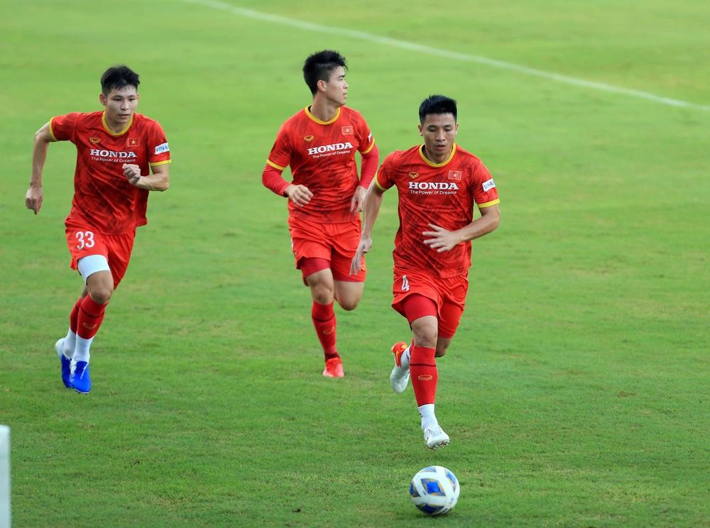 Thêm một cầu thủ U22 được bổ sung lên đội tuyển Việt Nam cho chiến dịch Vòng loại World Cup 2022 - Ảnh 5.