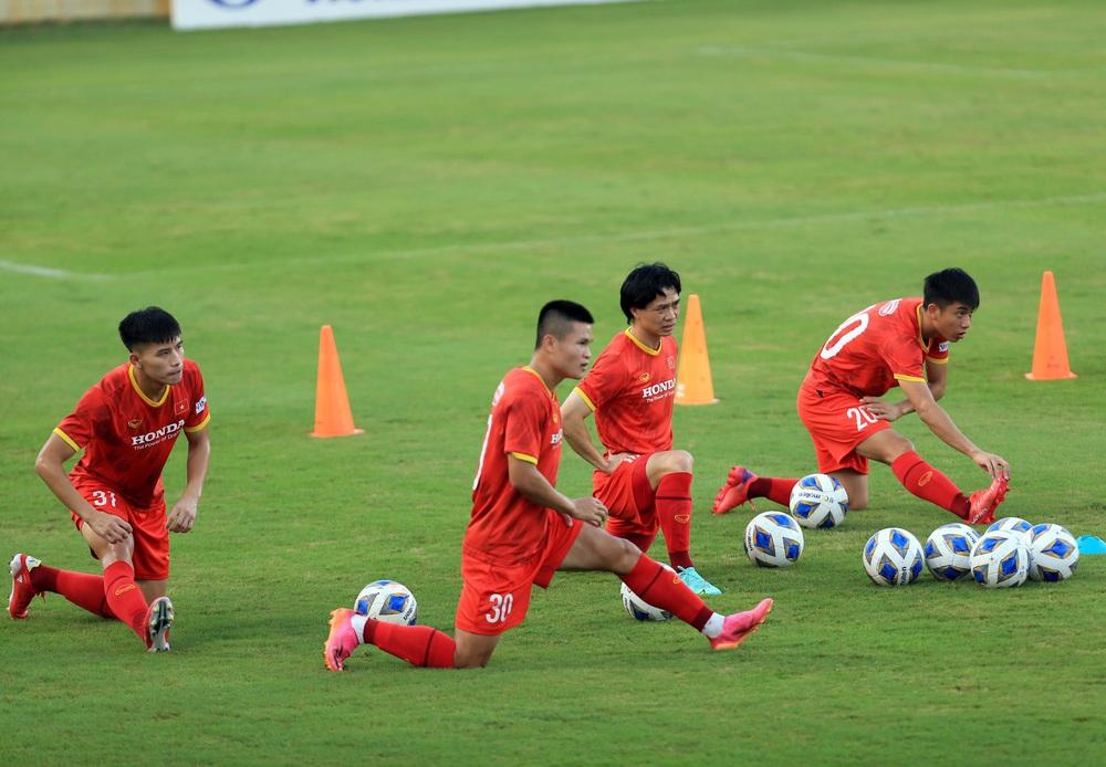 Thêm một cầu thủ U22 được bổ sung lên đội tuyển Việt Nam cho chiến dịch Vòng loại World Cup 2022 - Ảnh 6.