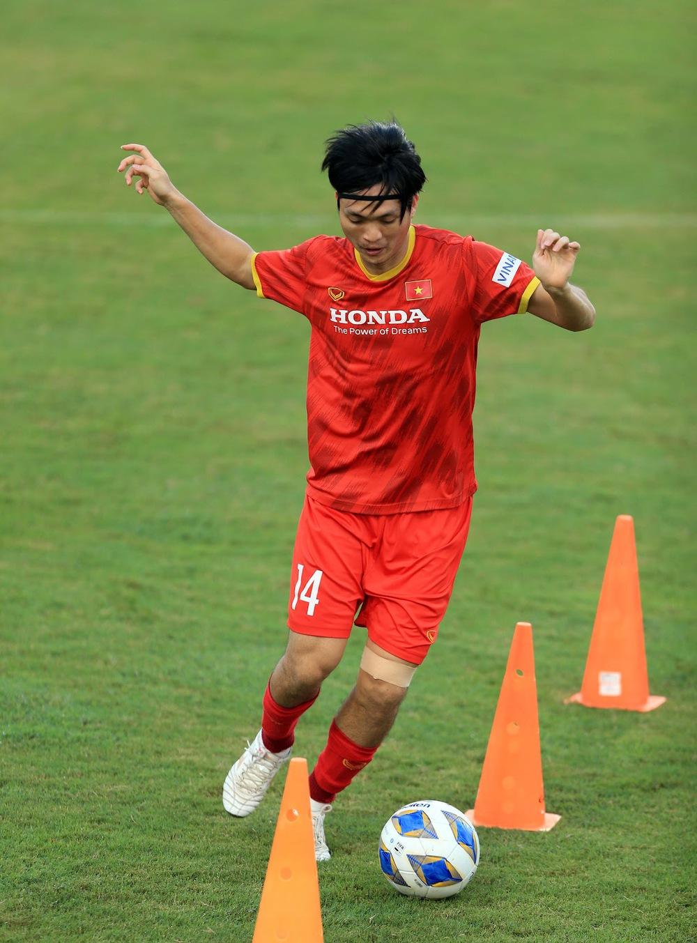 Thêm một cầu thủ U22 được bổ sung lên đội tuyển Việt Nam cho chiến dịch Vòng loại World Cup 2022 - Ảnh 9.