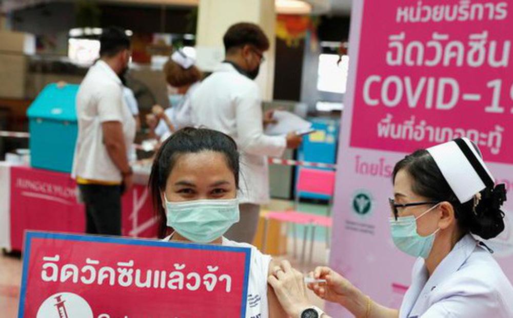 Thái Lan triển khai tiêm vắc-xin COVID-19 dưới da, một liều tiêm được 5 mũi