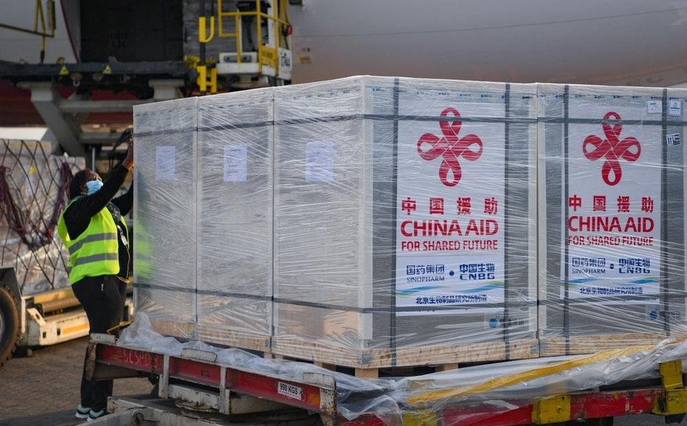 """Vì sao các nước vẫn phải """"săn đón"""" vaccine Covid-19 của Trung Quốc, dù e ngại hiệu quả?"""