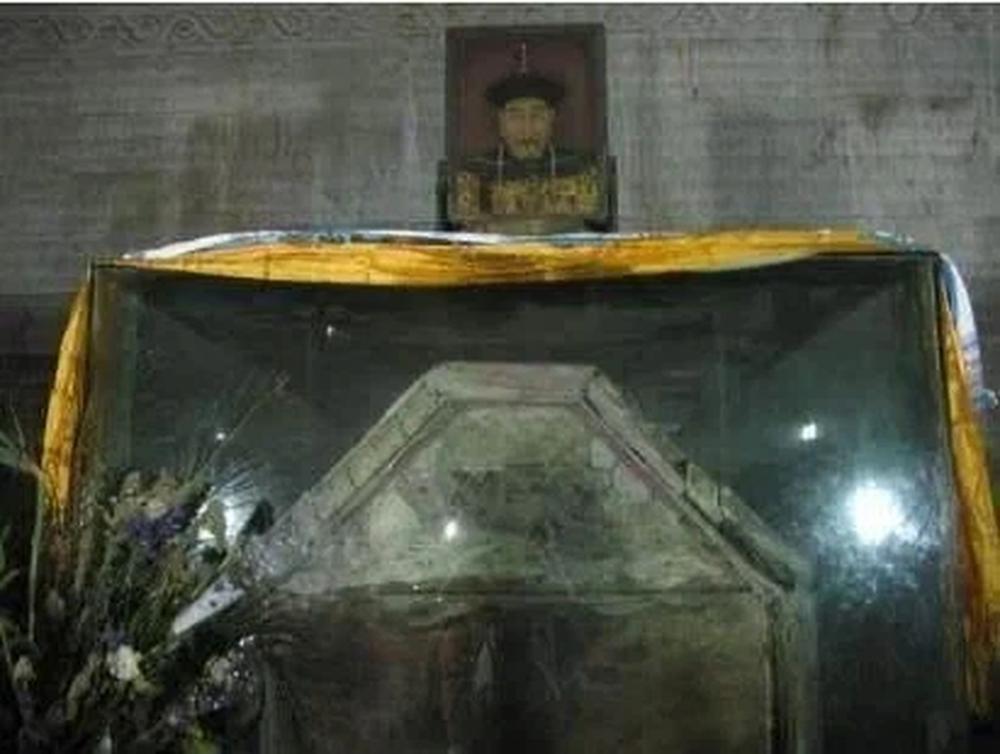 Càn quét lăng mộ Càn Long, Tôn Điện Anh vơ vét sạch mọi báu vật nhưng vứt lại 1 thứ, hơn 80 năm sau được định giá 460 tỉ đồng - Ảnh 10.