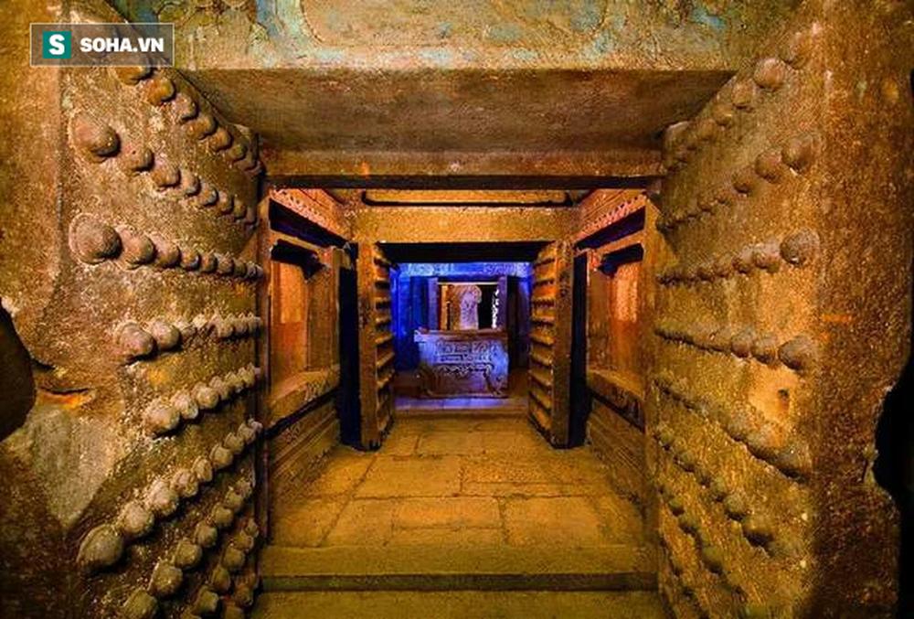 Càn quét lăng mộ Càn Long, Tôn Điện Anh vơ vét sạch mọi báu vật nhưng vứt lại 1 thứ, hơn 80 năm sau được định giá 460 tỉ đồng - Ảnh 6.