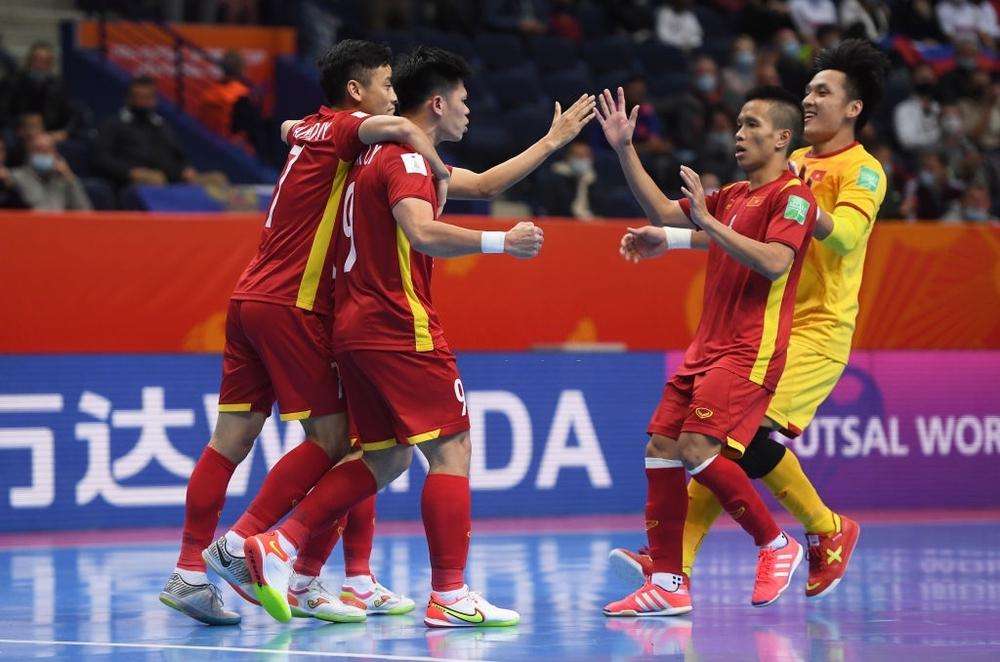Suýt khiến đối thủ ôm hận tại World Cup, tuyển Việt Nam chiếm trọn trái tim CĐV khu vực - Ảnh 1.