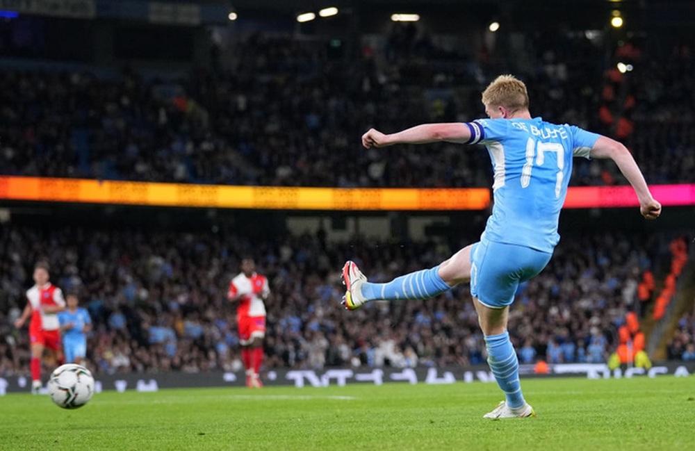 Sao Nhật Bản lập cú đúp giúp Liverpool thắng đậm, Manchester City cũng nhân cơ hội trút giận - Ảnh 10.