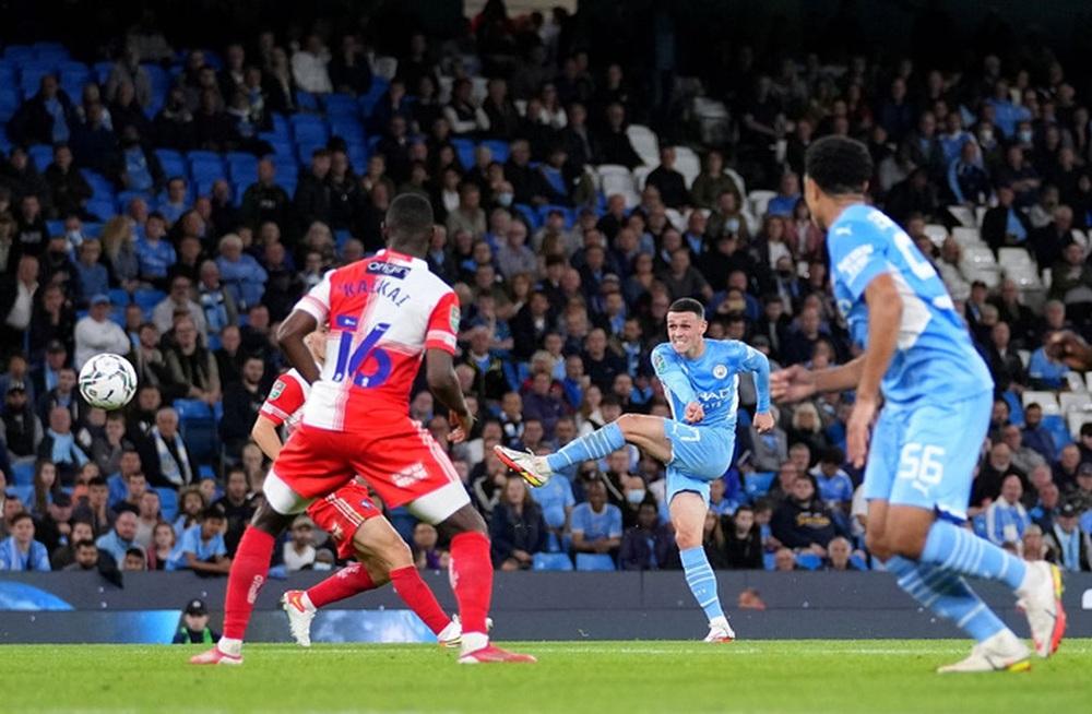 Sao Nhật Bản lập cú đúp giúp Liverpool thắng đậm, Manchester City cũng nhân cơ hội trút giận - Ảnh 11.