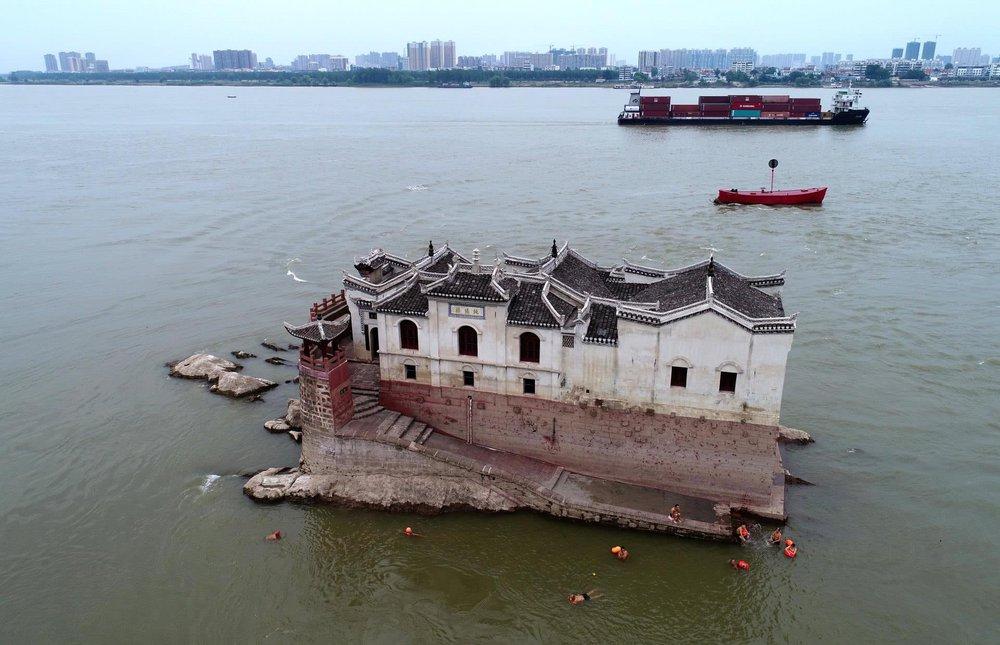 Ngôi chùa đứng vững giữa dòng sông dài nhất Trung Quốc, bất chấp đại hồng thủy suốt 700 năm: Bí mật gì bên dưới mặt nước? - Ảnh 6.