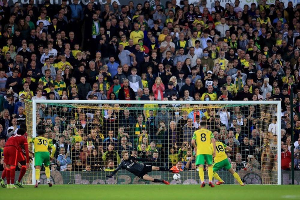 Sao Nhật Bản lập cú đúp giúp Liverpool thắng đậm, Manchester City cũng nhân cơ hội trút giận - Ảnh 4.