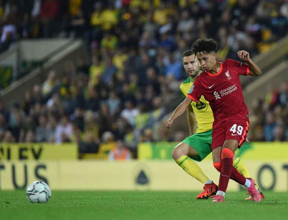Sao Nhật Bản lập cú đúp giúp Liverpool thắng đậm, Manchester City cũng nhân cơ hội trút giận - Ảnh 7.