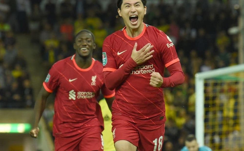 Sao Nhật Bản lập cú đúp giúp Liverpool thắng đậm, Manchester City cũng nhân cơ hội trút giận