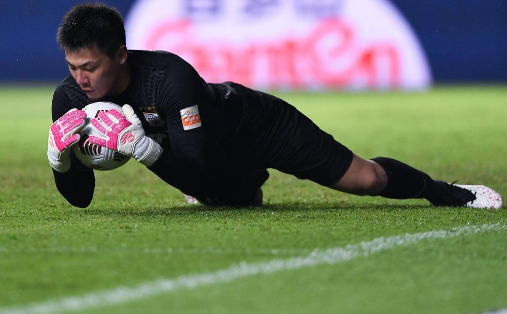 """Thừa nhận đội nhà không mạnh, thủ môn Trung Quốc vẫn """"tuyên chiến"""" tuyển Việt Nam"""